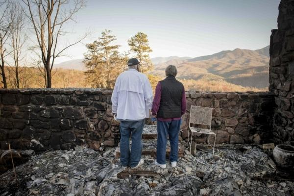 Sudden Wildfires Destroy Eastern Tennessee Community