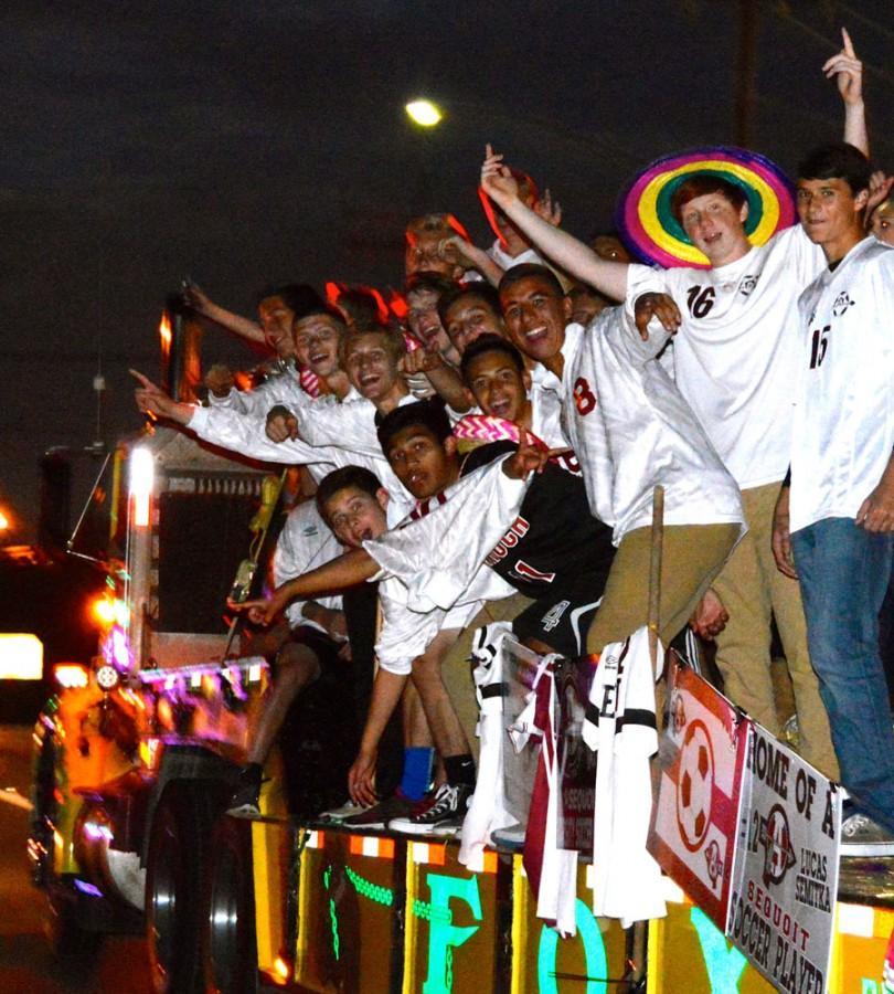 Homecoming+Kick-Off+Parade+and+Bonfire+Light+Up+the+Night