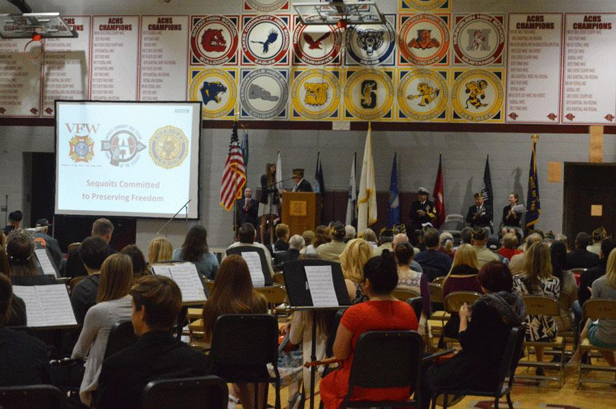 Voice+of+Democracy+essay+competition+second+place+winner+Kaleigh+Miller+shakes+hands+with+a+representative+from+VFW+Post+%234551.