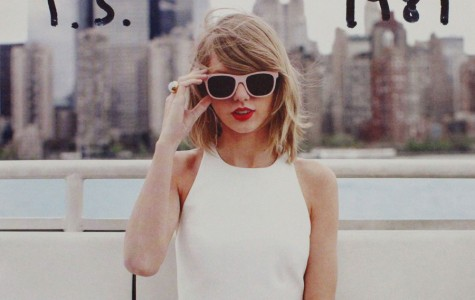 "REVIEW: Taylor Swift's ""Blank Space"" Music Video"