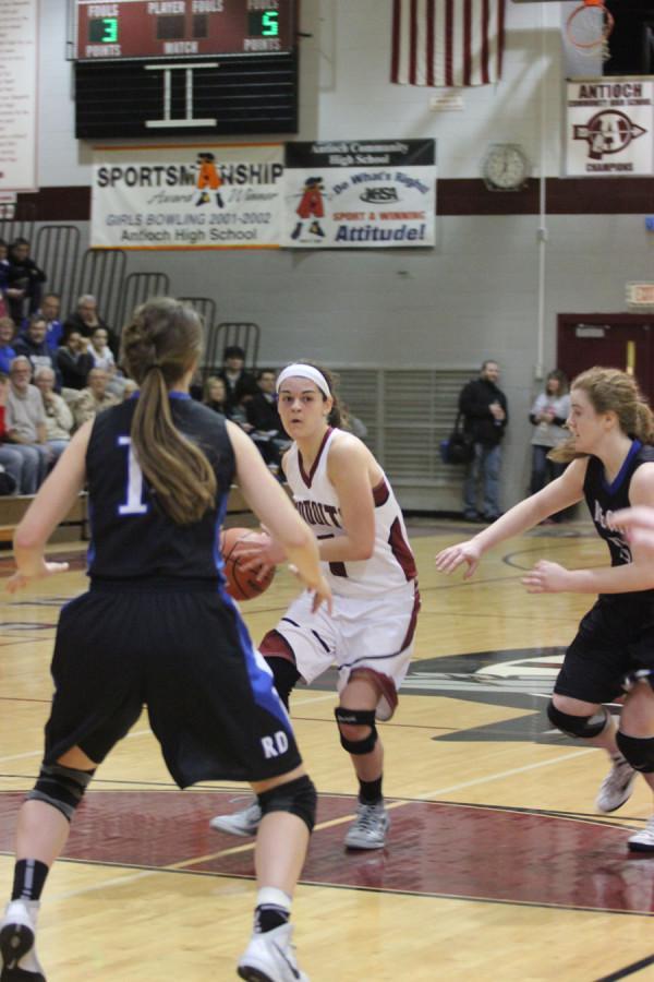 Sophomore+Amy+Reiser+running+down+the+court.