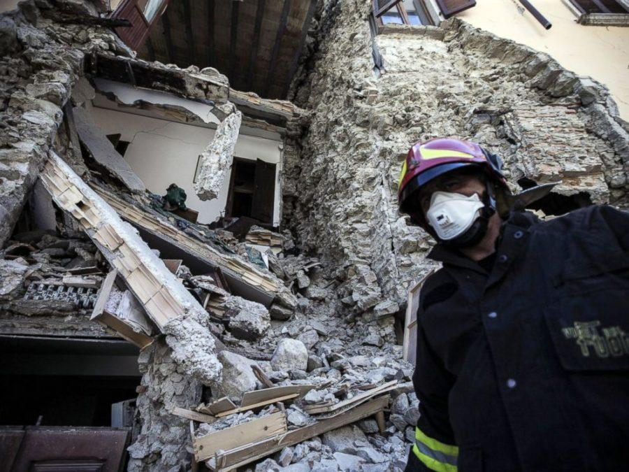A+firefighter+walks+past+a+collapsed+house+in+Italy+after+Wednesday%27s+earthquake.