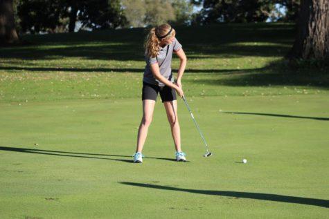 Girls Varsity Golf Defeats Lakes