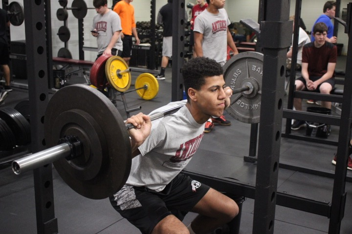 Junior+Jaden+DeVaughn+goes+down+to+squat+during+zero+hour+physical+best.+