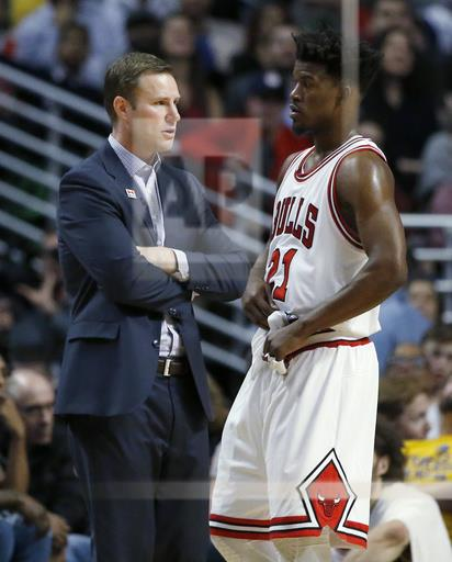 Chicago Bulls head coach Fred Hoiberg, left, talks with guard/forward Jimmy Butler during the second half of an NBA basketball game against the Golden State Warriors Thursday, March 2, 2017, in Chicago. Chicago Bulls won 94-87. (AP Photo/Nam Y. Huh)