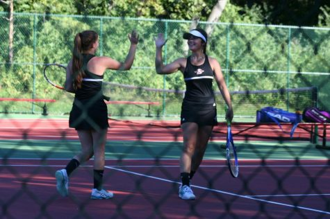 Girls Tennis Falls to Lakes