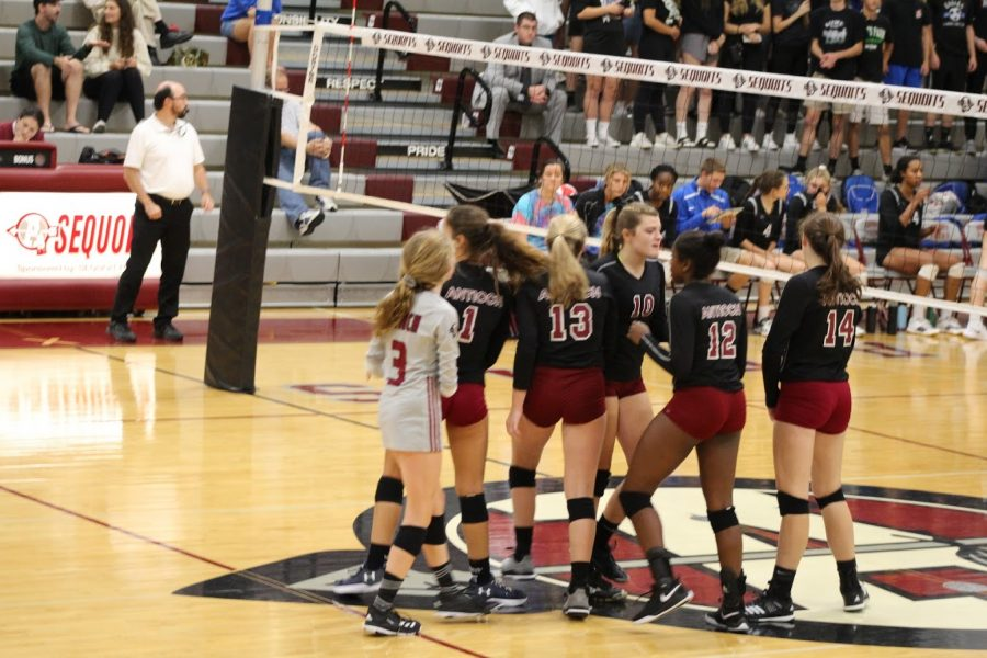 The+Sequoits+get+ready+to+take+on+Lakes.+