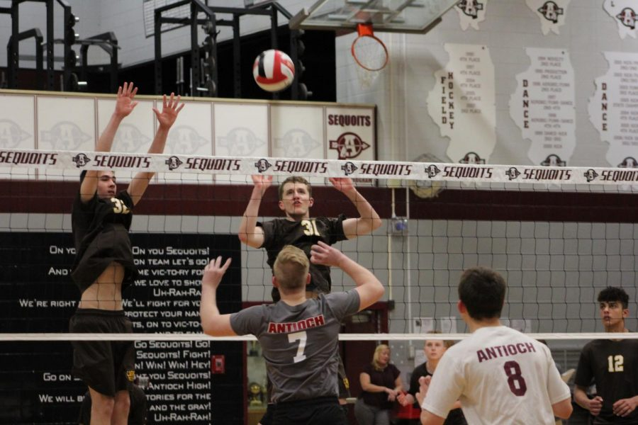 The+Sequoits+attempt+to+block+the+ball+from+Carmel.