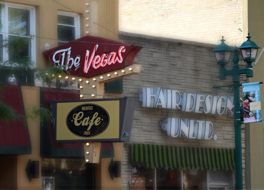 The+Vegas+Cafe+is+located+at+914+Main+St%2C+Antioch%2C+IL+60002