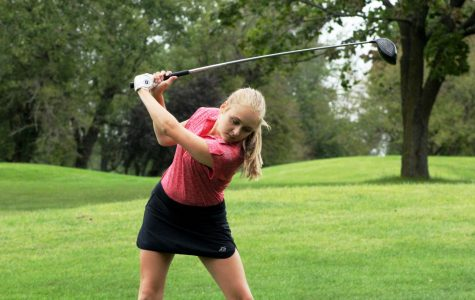 Girls Varsity Golf Defeats Lakes