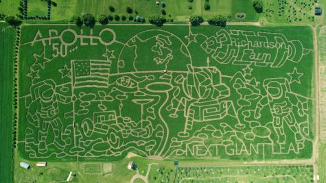 "The ""World's Largest"" Corn Maze Entertains Families"