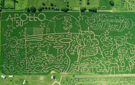 """The """"World's Largest"""" Corn Maze Entertains Families"""