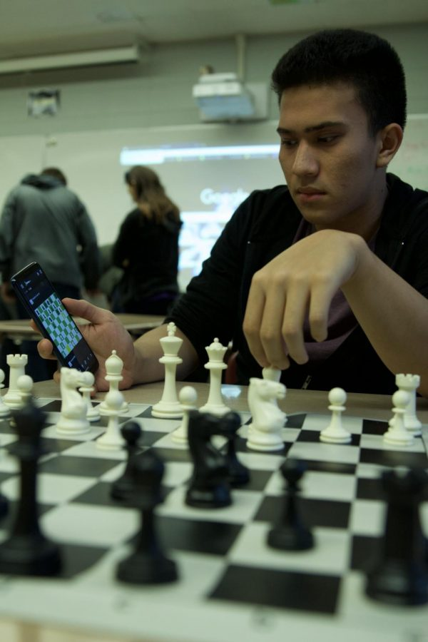 Antioch chess players have found a new way to advance their skills in their games. Websites along with apps help them learn new ways to beat their opponent with  a better technique that is taught through technology based chess boards.