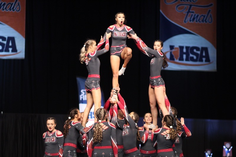 Middle+flyer%2C+Kaitlyn+Bargamian+hits+her+extended+lib+in+the+pyramid.