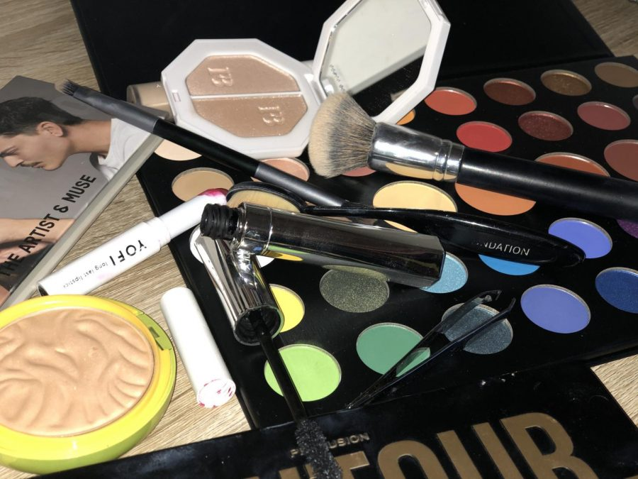 Makeup+can+come+in+many+different+forms+and+used+in+different+ways.+Eye+shadow%2C+bronzer+and+mascara+can+also+be+an+art+form+to+some.